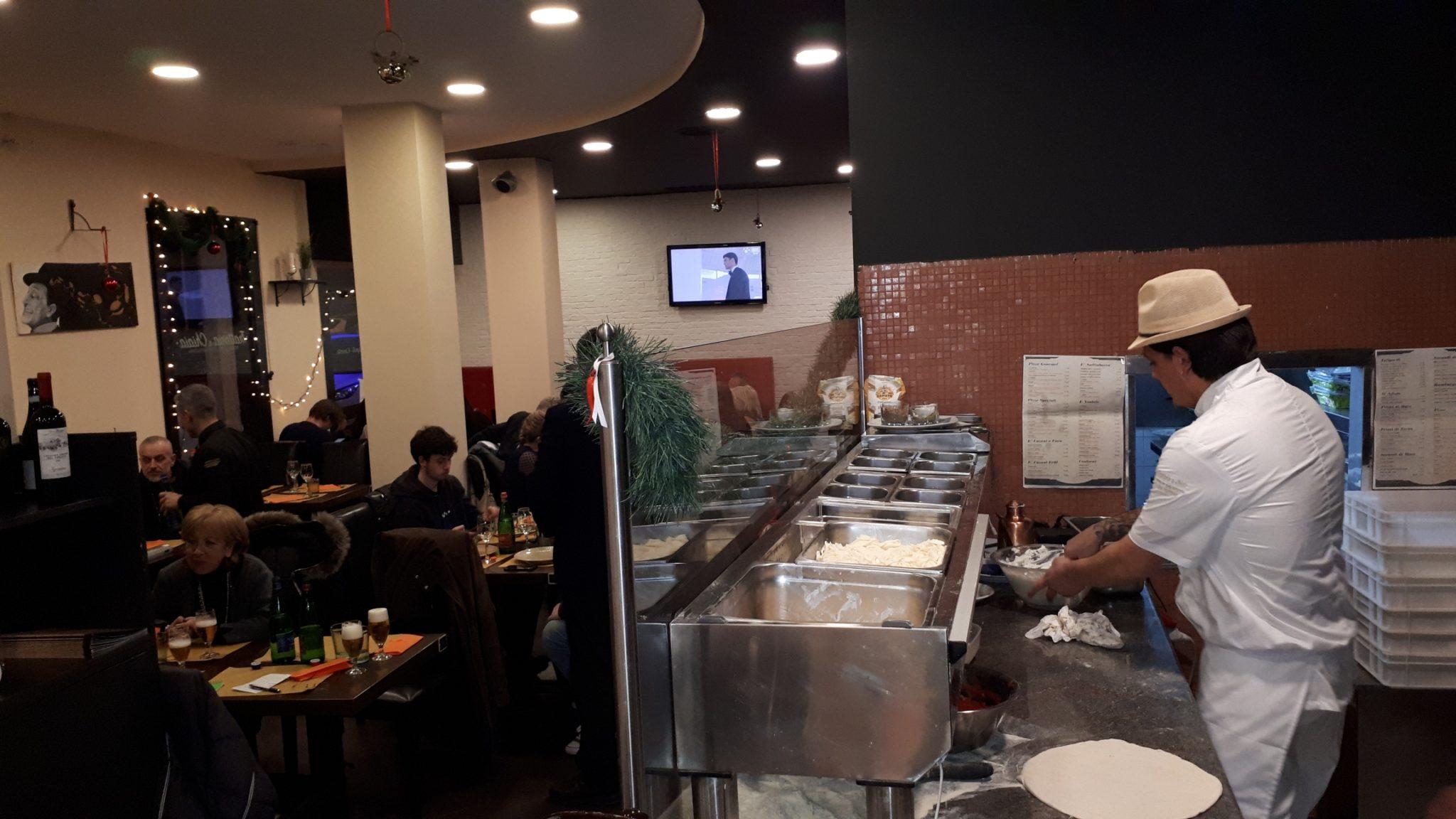 La pizza Mammà, Mandorlata e a Ruota di Carretto all'inaugurazione della Trattoria Chiaia di Caserta